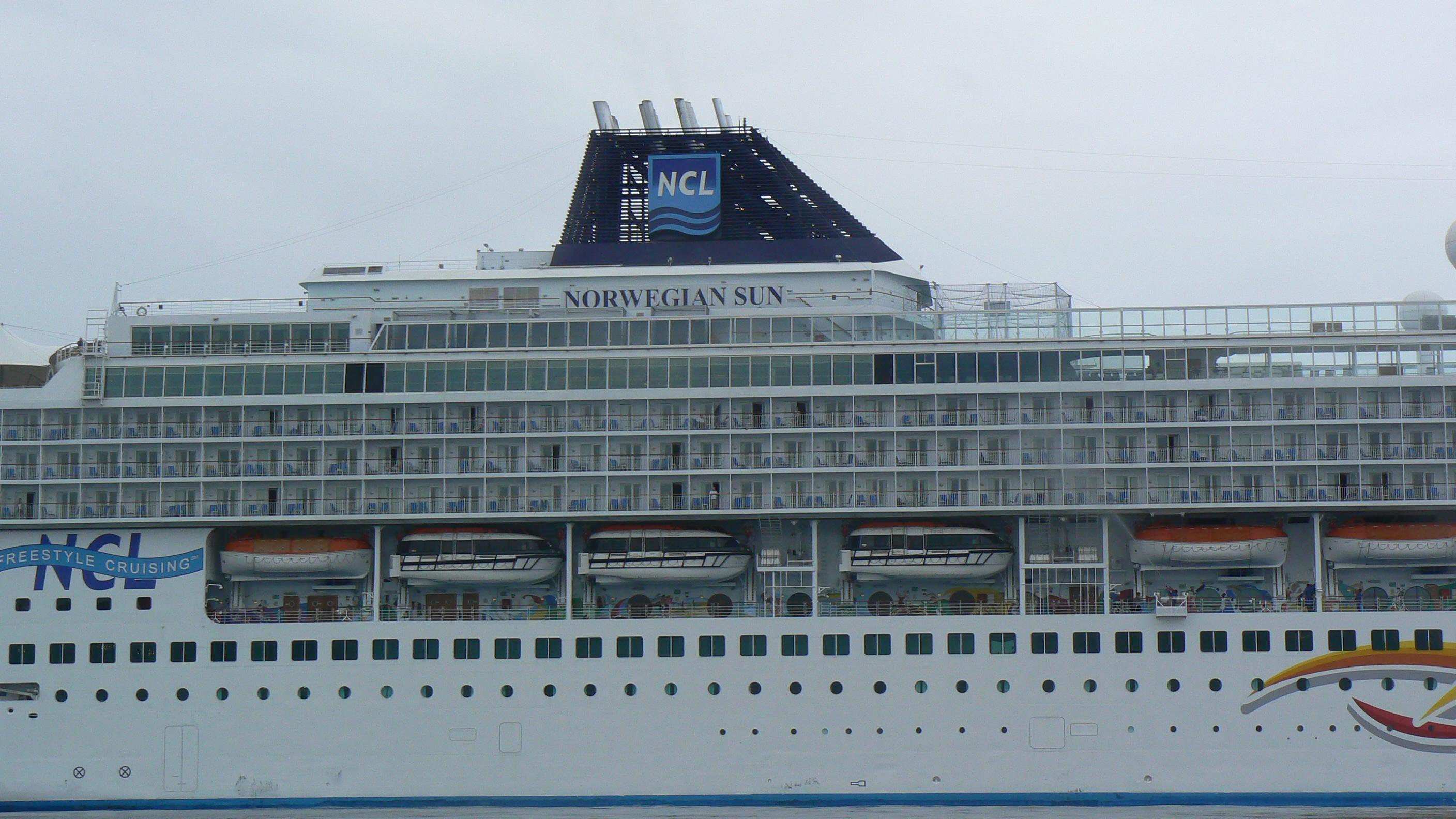 Starboard cruise ships - Difference between port side and starboard ...